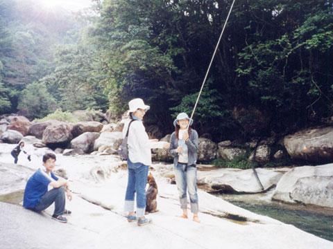 ニジマス釣り場にて
