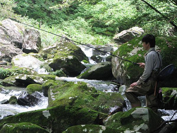 駅館川の渓流釣り
