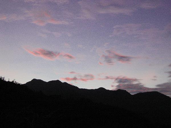 山の夕暮れ