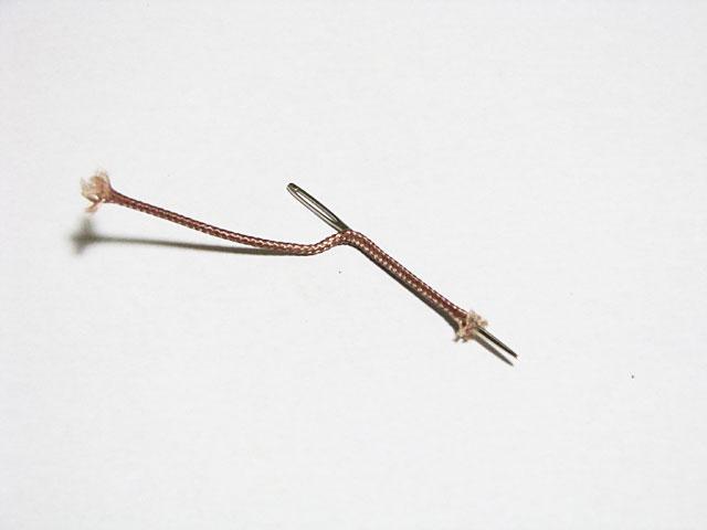 ケプラーノットの中に縫い針を通す